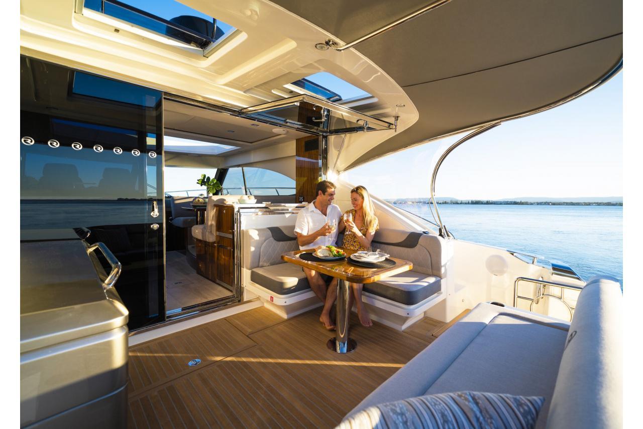 Precio Riviera 4800 Sport Yacht 【 NUEVO 】Sernautic