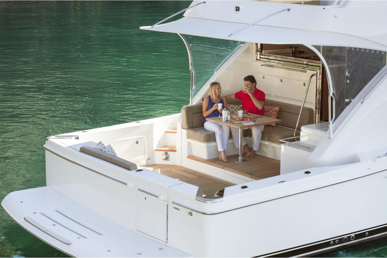 Precio Venta Riviera 57 Enclosed Flybirdge 【 NUEVO 】